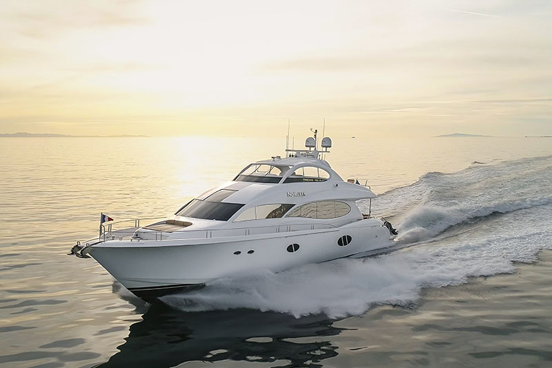 Lazzara 84 Flybridge